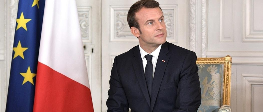 Macron entouré de Guy Roux et Papin pour France-Belgique