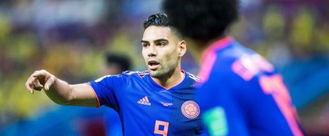 Radamel Falcao fustige l'arbitre de Colombie-Angleterre