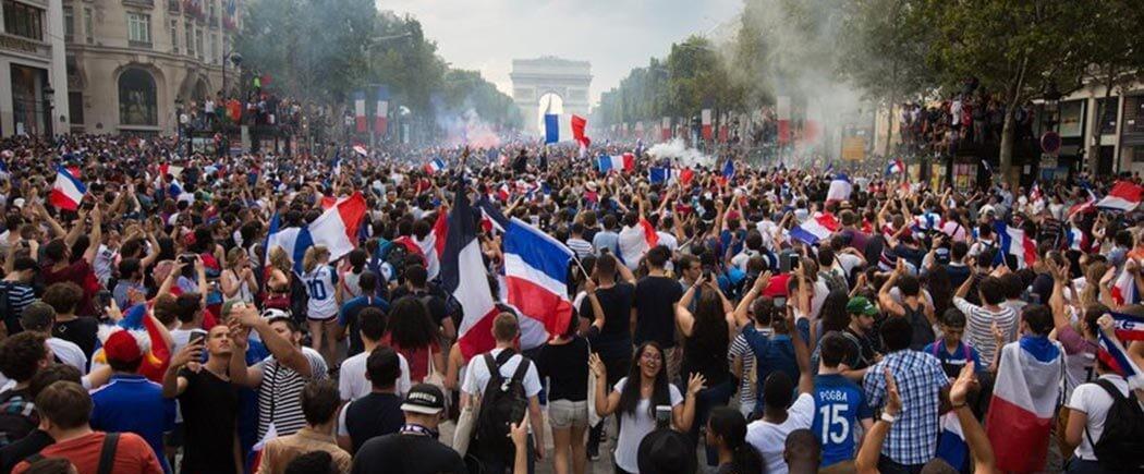 Les Bleus sur les Champs-Elysées